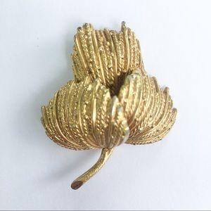 Leaf brooch pin gold tone botanical Grosse…